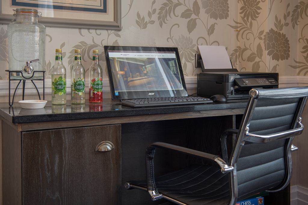 Work Station in the Club Lounge