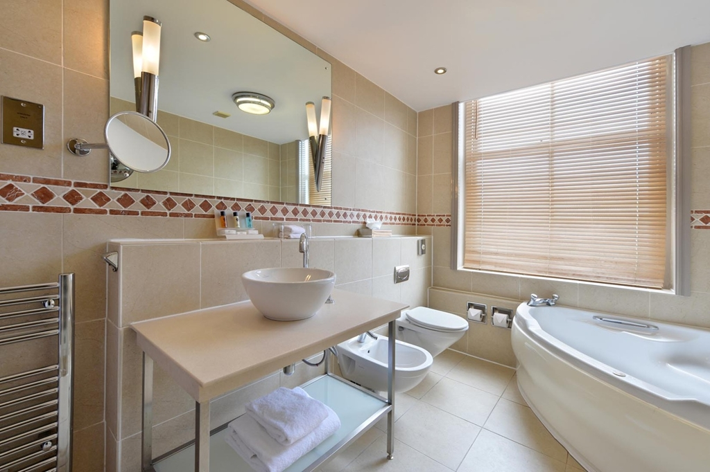 We have 2 bedrooms with Spa baths